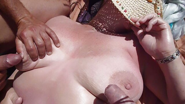 बड़ी प्राकृतिक स्तन